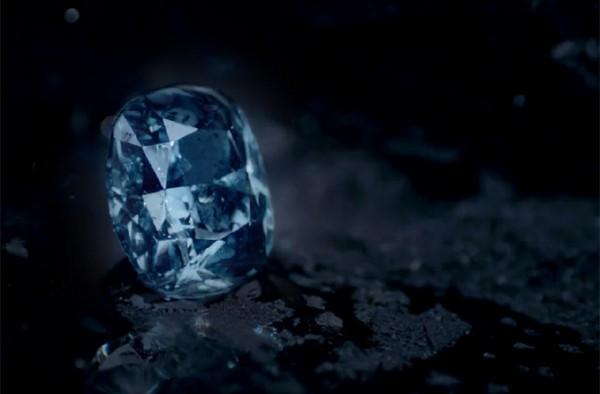 神秘香港买家拍走全球最贵宝石:12克拉蓝钻 4840万美元!还有一颗天价粉钻