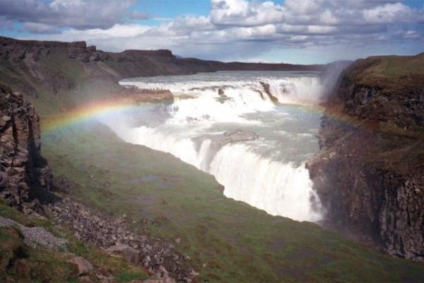 冰岛人人爱,每年海外游客三倍于全国人口,环境和安全隐患接踵而来!