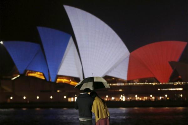 逝者安息,和平永存!全球地标建筑亮法国国旗色,为巴黎祈福