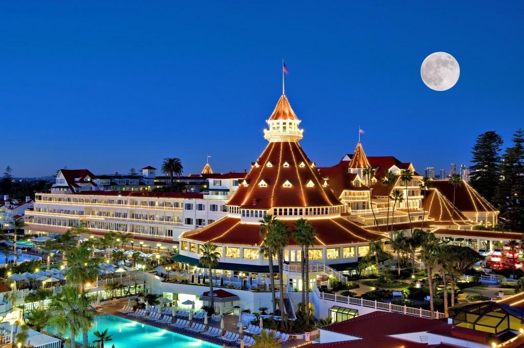 Hotel-Del-Coronado-Outisde-Night-1024x681