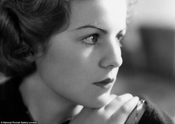 现实中的唐顿庄园主人,苏富比将拍卖英国名媛 Deborah Mitford部分遗物