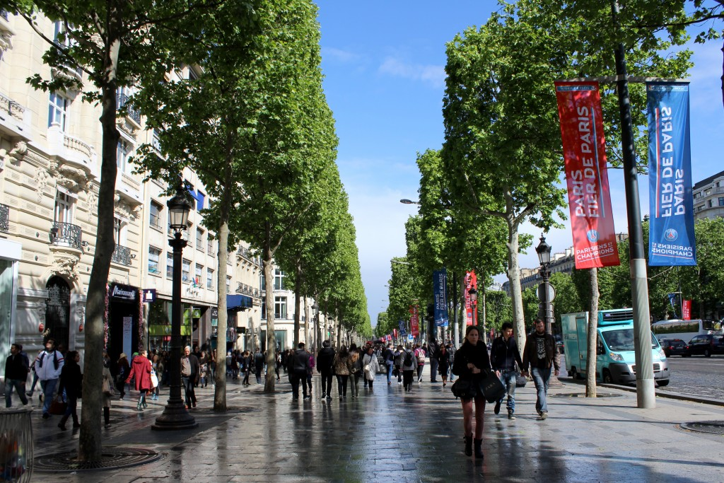 champs-elysees1