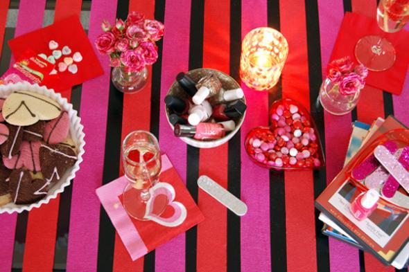 2014-02-03_Stiehl-galentines-day-brunch-striped-table-setting