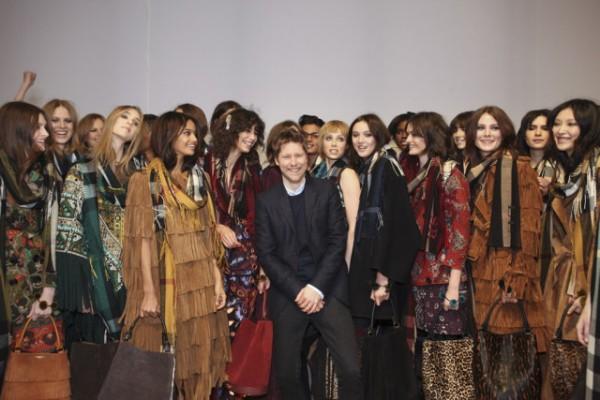 革时装秀的命!Burberry、Tom Ford 先走一步:跨季、即买即穿、男女同台