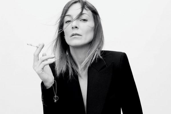 传言可以休矣:著名设计师 Phoebe Philo 将继续执掌 Céline