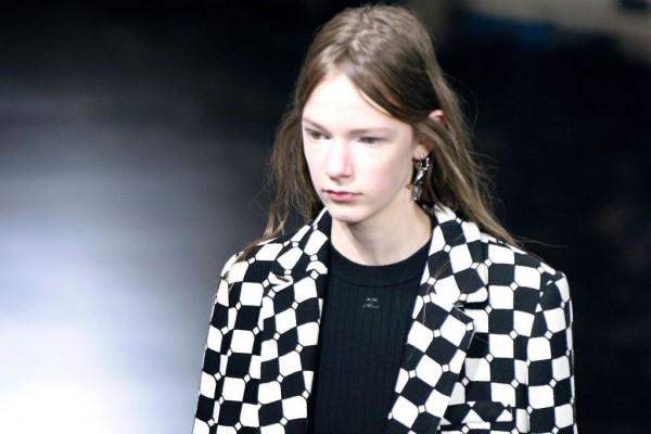 借鉴汽车加热坐垫,法国时装品牌 Courrèges 推出革命性的自发热外套