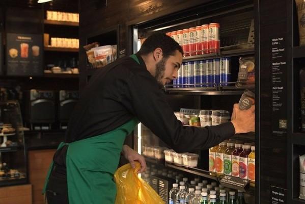 星巴克 FoodShare 计划:把店里每天剩下的食物 100%捐赠给需要的人