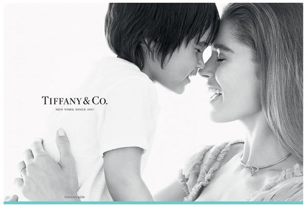 Tiffany 发布全财年数据,圣诞新年期间销售下滑,再度调低未来预期