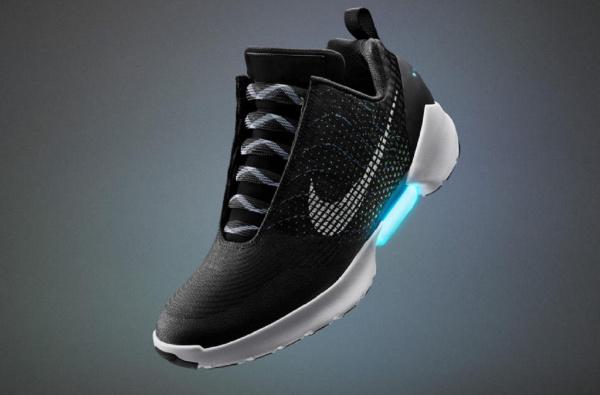 自称重要性堪比无人驾驶汽车!Nike 推出首款自系带运动鞋