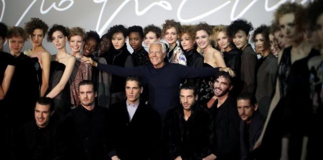 Italian designer Giorgio Armani poses with models at the end of his Autumn/Winter 2016 woman collection show during Milan Fashion Week, Italy, February 29, 2016. REUTERS/Stefano Rellandini      TPX IMAGES OF THE DAY