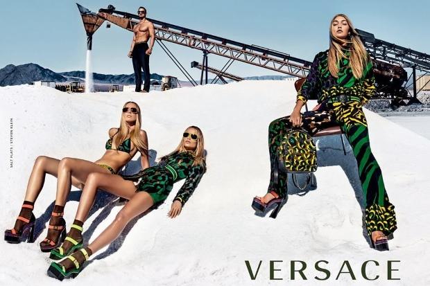versace-spring16-klein-article1