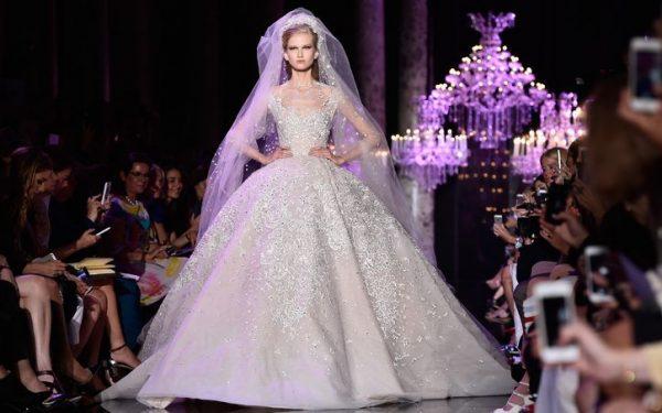 高定女装品牌 Elie Saab 推出风格多样的 Elie Saab Bridal 婚纱系列