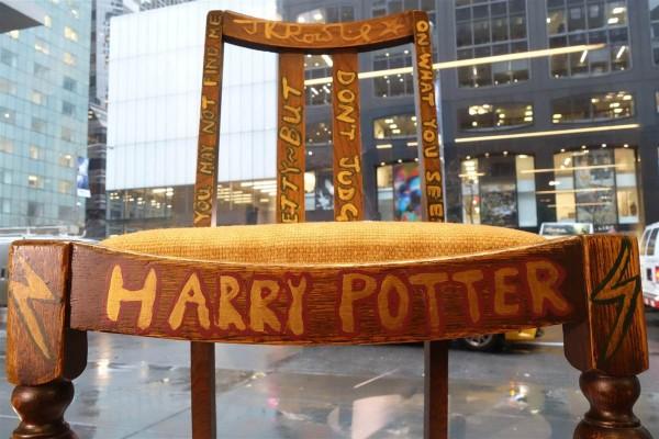 J.K. 罗琳写《哈利·波特》时坐过的椅子拍出 39.4万美元
