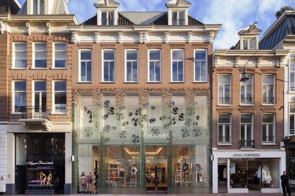 非凡的 Chanel荷兰旗舰店,玻璃砖替掉老砖头,比混凝土还结实!