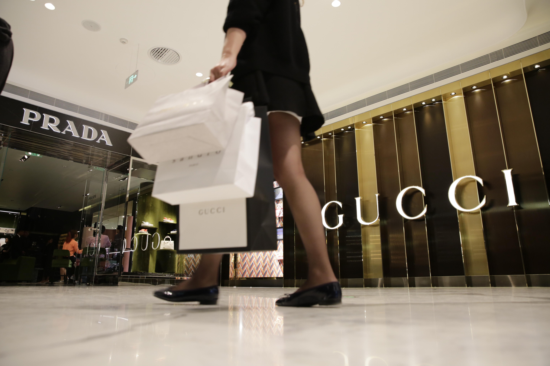 【卉观察】数据透视:为何中国人海外消费对奢侈品公司至关重要