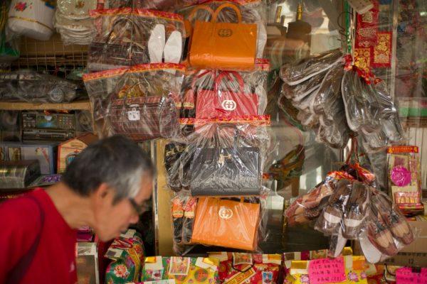 """香港祭品店""""奢侈大牌""""云集,Gucci 无奈发出警告:我们不卖殡葬品!"""