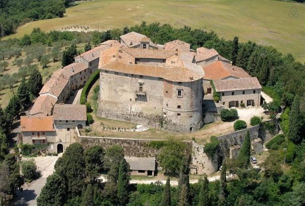 意大利千年古堡 Castle di Sismano 出售,830万美元拥有大半个绝美村庄!