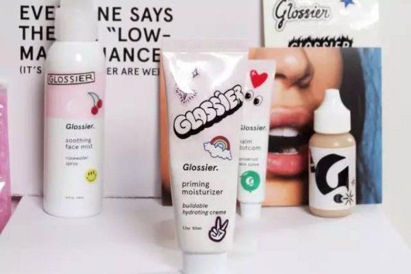 并非美妆网红的女创始人打造万人排队等候的互联网美妆品牌:Glossier