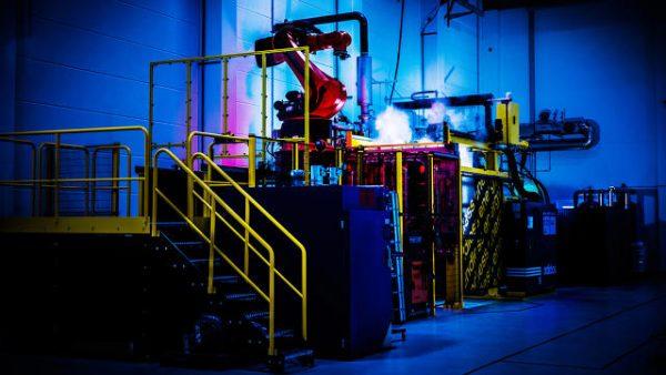 把工厂搬回德国!Adidas 在首个机器人鞋厂即将在德国投产