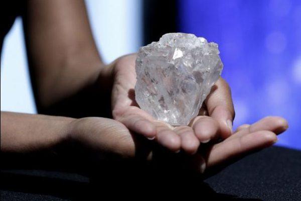 苏富比即将拍卖110年来全球最大钻石,重达 1109克拉,估价 7000万美元