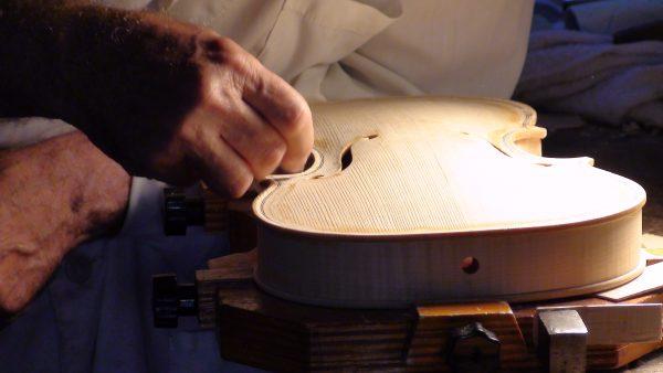 全球最顶级小提琴的诞生地,意大利小镇Cremona传统工匠面临生存挑战