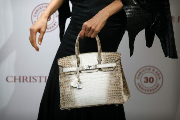 爱马仕镶钻鳄鱼皮手袋30万美元刷新全球手袋拍卖最高成交纪录