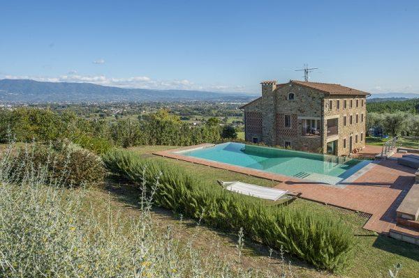 佳士得房地产出售托斯卡纳酒庄,拥有4千颗橄榄树,报价1846万美元