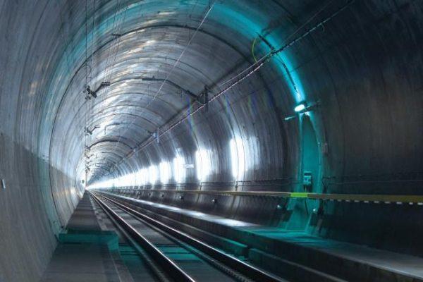 用17年凿穿阿尔卑斯山,瑞士开通世界最长铁路隧道,全长57公里