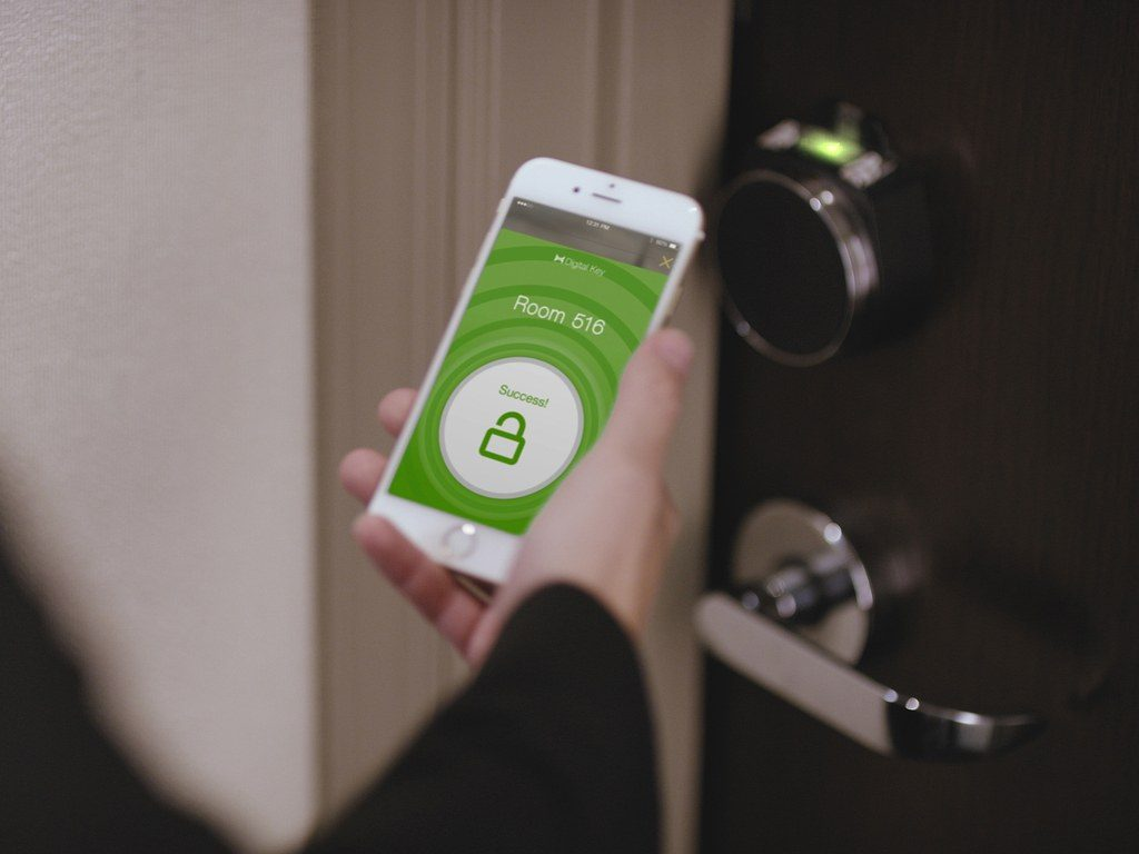 hilton-digital-key-smartphone
