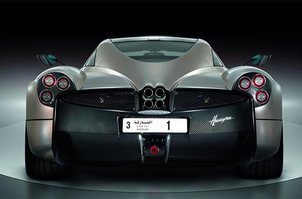 """阿联酋富商为一块车牌豪掷 3200万元人民币,只因为车牌号是""""1"""""""