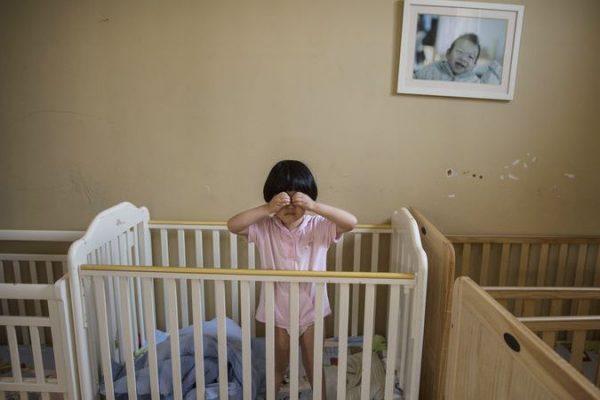 """全方位监控宝宝的睡眠和健康!谷歌旗下智能家居公司 Nest 万能""""智能婴儿床""""专利曝光"""