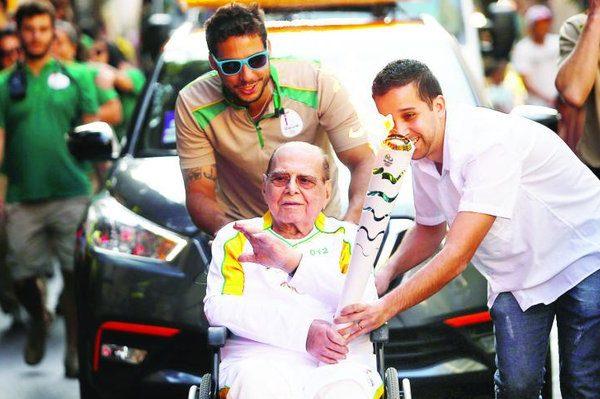 """""""巴西提臀术""""发明者、传奇整形大师 Pitanguy在担任奥运火炬手后一天辞世"""