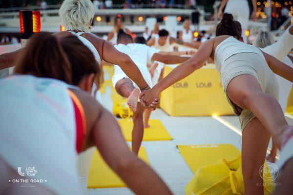 加拿大又一个高调的瑜伽服品牌 Lolë:擅长举办千人瑜伽大会