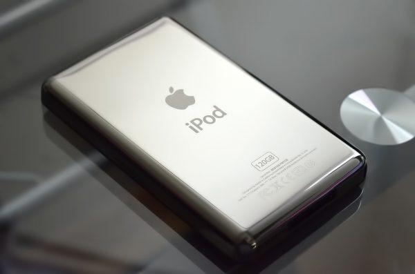 日本这家只有5个人的小作坊,在四年间为苹果抛光了250万个iPod 镜面背板