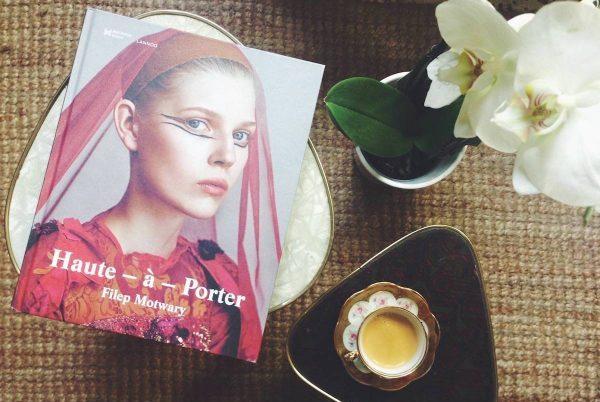 比利时举办高定时装艺术展 Haute-à-Porter