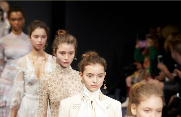 亚马逊冠名东京时装周,43个品牌两个会场办秀