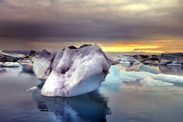 冰岛旅游业大热,海外投资人过度追捧,第二波泡沫经济要来了吗?