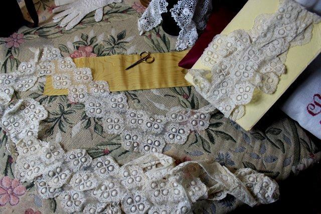 为避免破产,法国百年蕾丝生产商 Lucien Noyon引入La Perla等四大内衣客户成为新股东