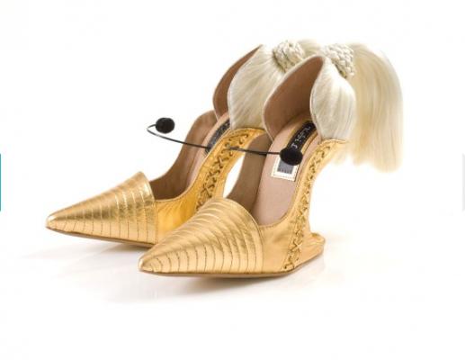 以色列鬼马设计师 Kobi Levi 用这些造型奇特的鞋履俘获了Lady Gaga 等一众女星