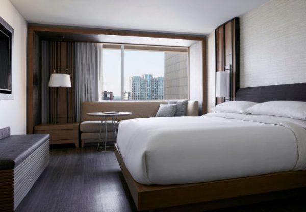 """万豪酒店有个""""实验室"""":每间客房花费3.6万美元改造,细节透露酒店业最新五大趋势"""
