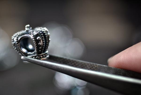丹麦珠宝品牌 Pandora 第三季度持续增长,上调全年利润率预期