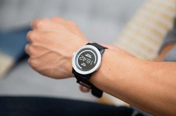 无需充电的智能手表 PowerWatch ,用体温即可驱动