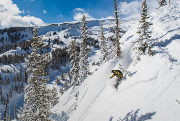 私募基金 KSL等三家公司联合收购美国科罗拉多州 Snowmass 滑雪度假村