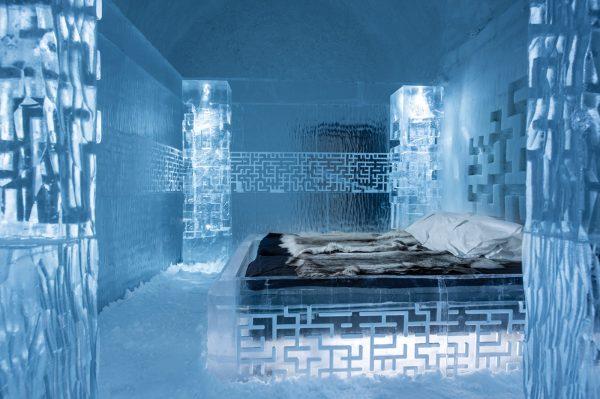 夏天也能在冰床上睡觉,全球首个全年营业的冰酒店 ICE HOTEL 365 在瑞典开业