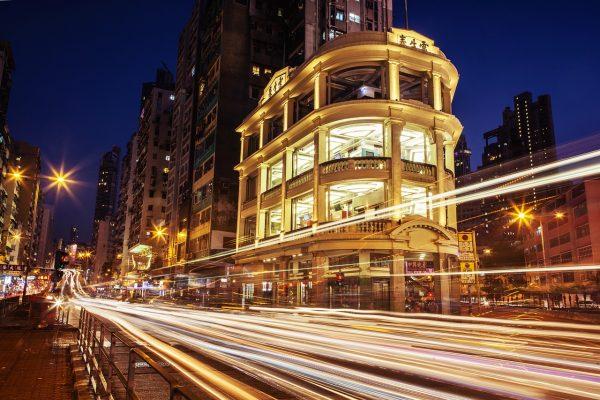 香港10月零售额连续第20个月下跌,跌幅进一步收窄,零售商各出奇招吸引本地消费