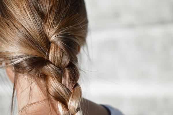 Pinterest预测2017年四大美容趋势:轻松做发型,金属感美甲,冷水淋浴,微创纹眉