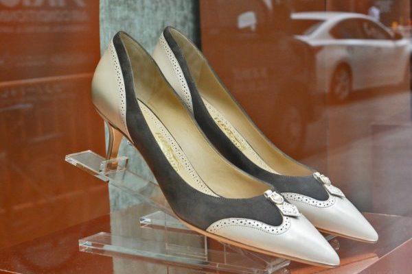 美国鞋履品牌 Steve Madden 收购同行 Schwartz & Benjamin