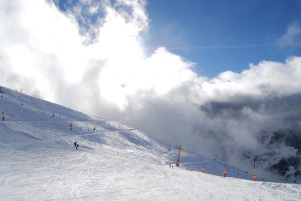 老天不给力,瑞士滑雪场赚钱主要靠夏天!