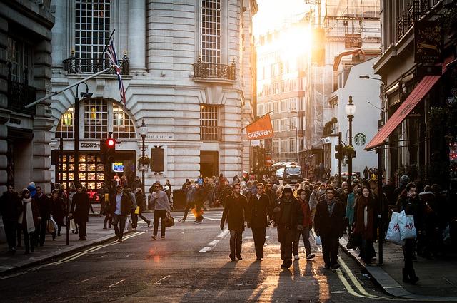 埃森哲调查了全球25426位消费者,拿出提高千禧代品牌忠诚度的五个办法