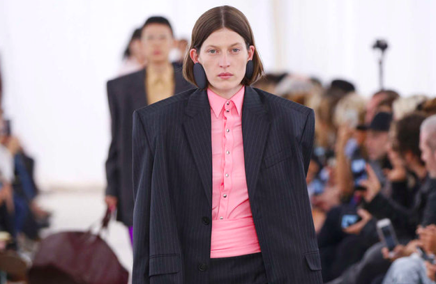 Balenciaga选角风波引发模特行业的内幕大曝光